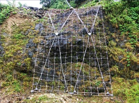 落石予防工:クロスコントロールネット へのパーマリンク